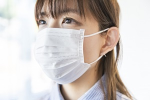 マスクをした女性